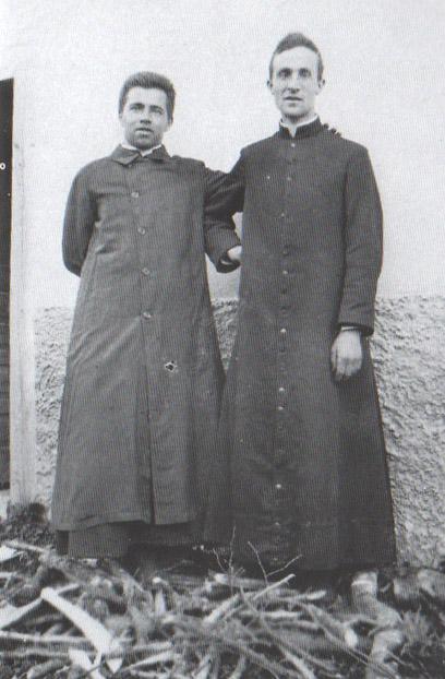 Don Enrico Cipriani, sulla destra